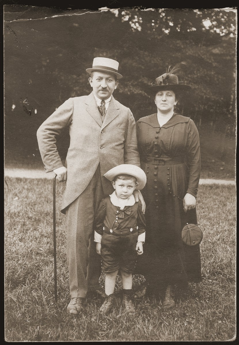 Siegfried and Betti Jacobsberg with their son, Walter, during an outing in the Eckerberger forest near Stettin.