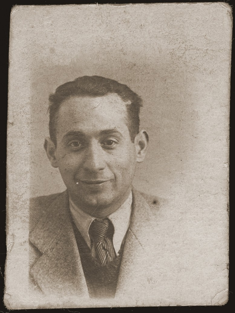 Portrait of Idel Jakubowicz, the donor's brother.  In September 1939 he fled to Bialystok, where he perished during the German occupation.  The photograph is dedicated to Mania and Gutek.