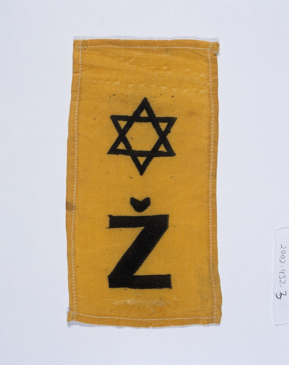 A Croatian armband with a Jewish star owned and taken into hiding by Teodora Basch.