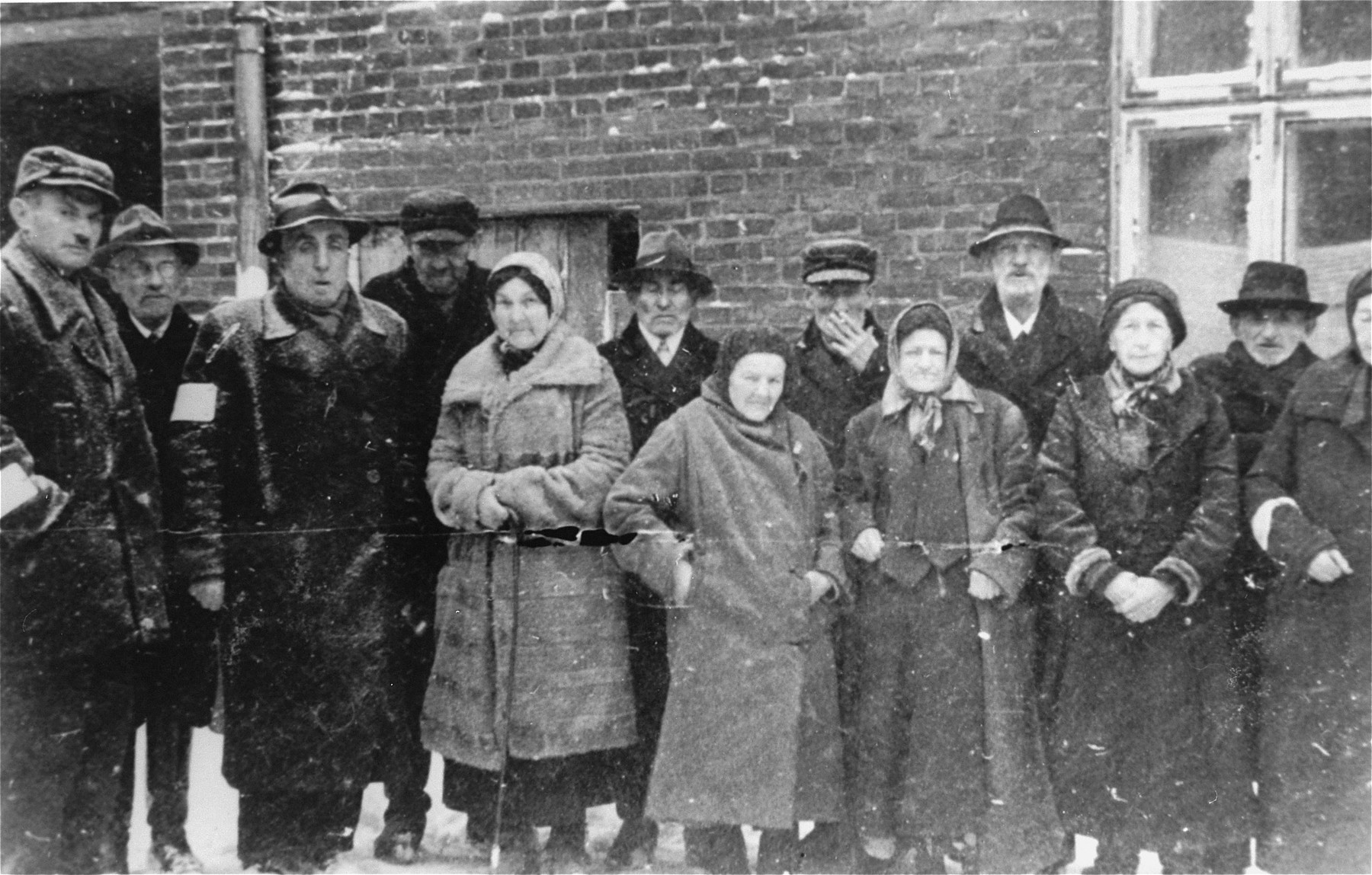 Group portrait of Jews from Vienna in front of a home for the elderly in the Kielce ghetto.