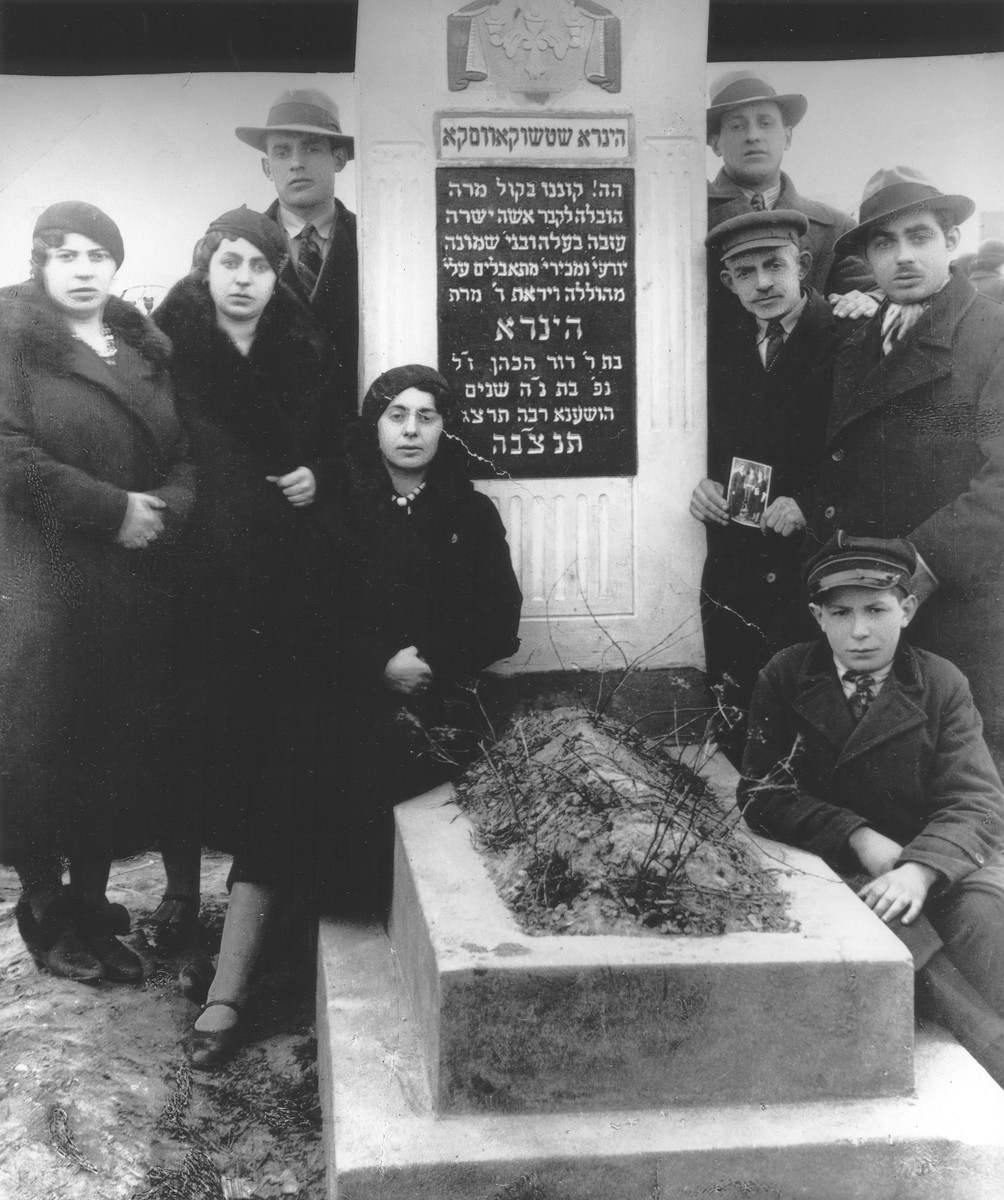 Members of the Szczukowski family pose by the grave of Hynda Szczukowski.  Pictured from left to right are: Toba, Frida, Hershel, Kyla Itcha, Mendel, Majzesz and Abba Szczukowski.
