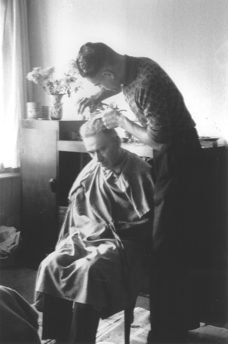 Benno Aussen gives his father Asser Maurits a haircut while in hiding in wartime Amsterdam.