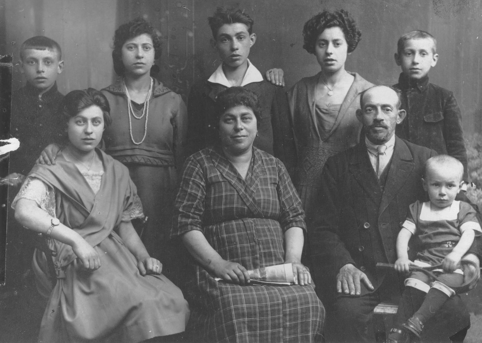 Studio portrait of the Szczukowski family in Lodz.  Seated from left to right are: Frida, Hynda, Mendel and Majzesz Szczukowski.  Standing are Hershel,Toba, Abba, Kyla, and Itcha Szczukowski.