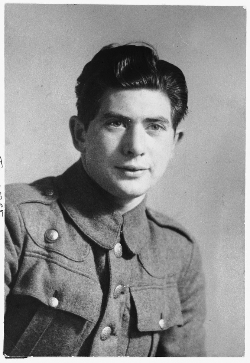 Portrait of Israel Diament in the uniform of the Danish Brigade in Sweden.