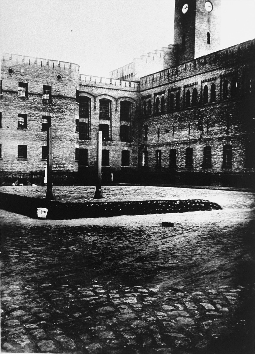 View of the courtyard of the Moabit prison.