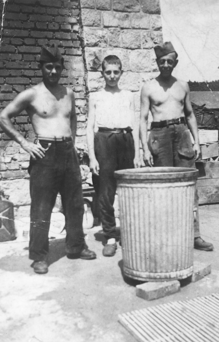 Zoltan Farkas poses with two liberated Jewish POWs from Serbia.