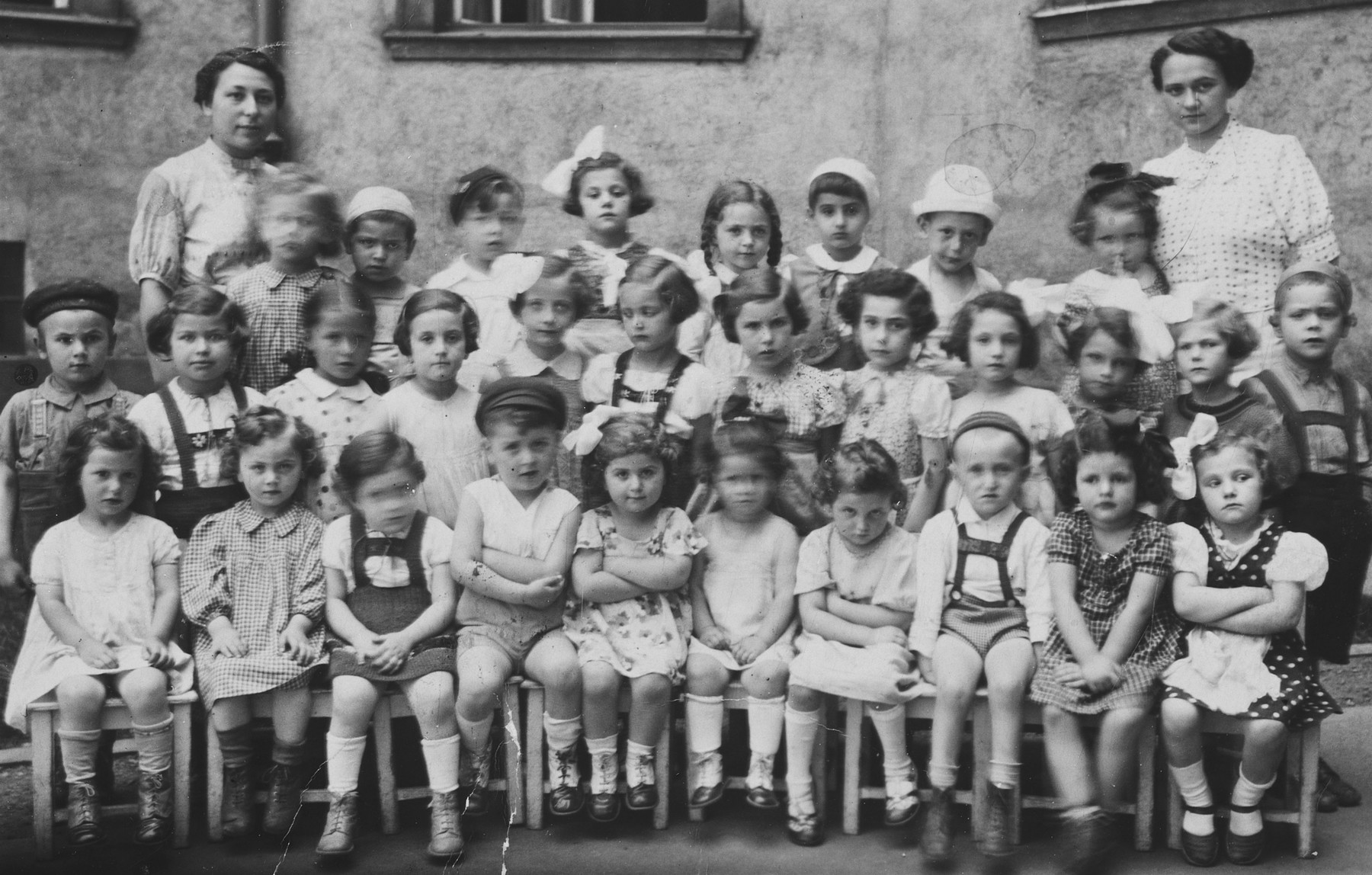 Class photograph of the Jewish kindergarten in Bratislava.  Among those pictured is Hetty Fisch, second row, fourth from the left.