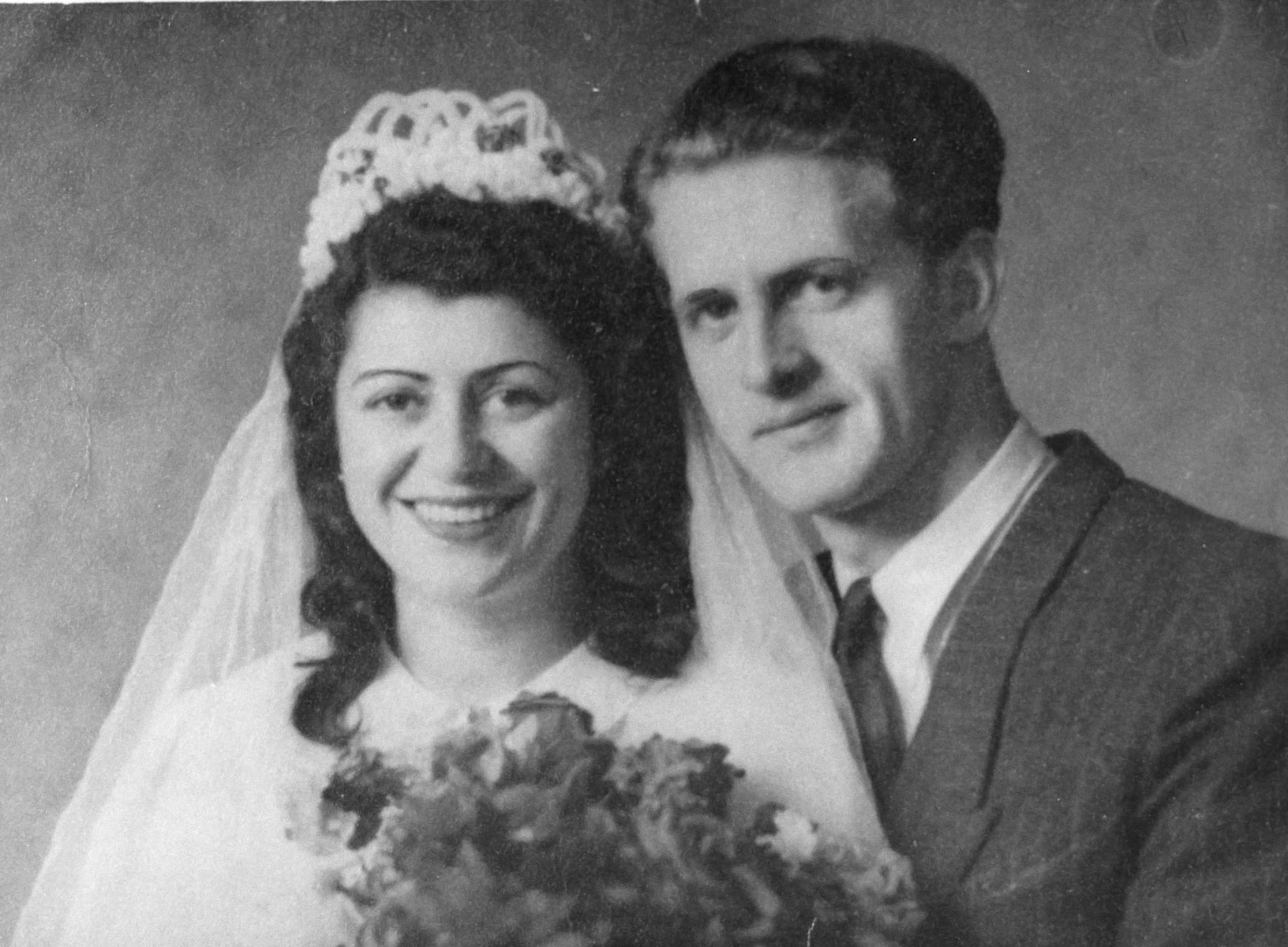 Wedding portrait of Aba Weinstein and Frida Szmulowicz.
