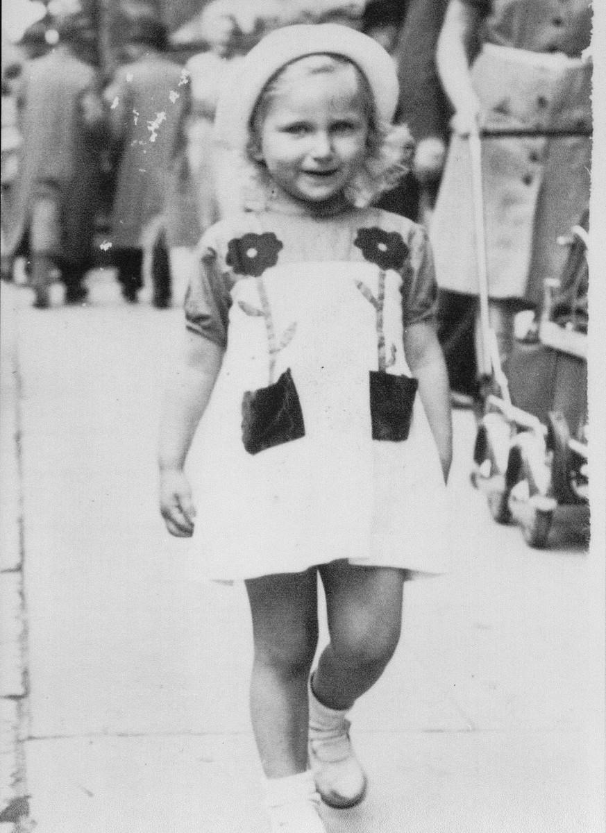 Portrait of  Josiane Aizenberg walking down the streets of Brussels.