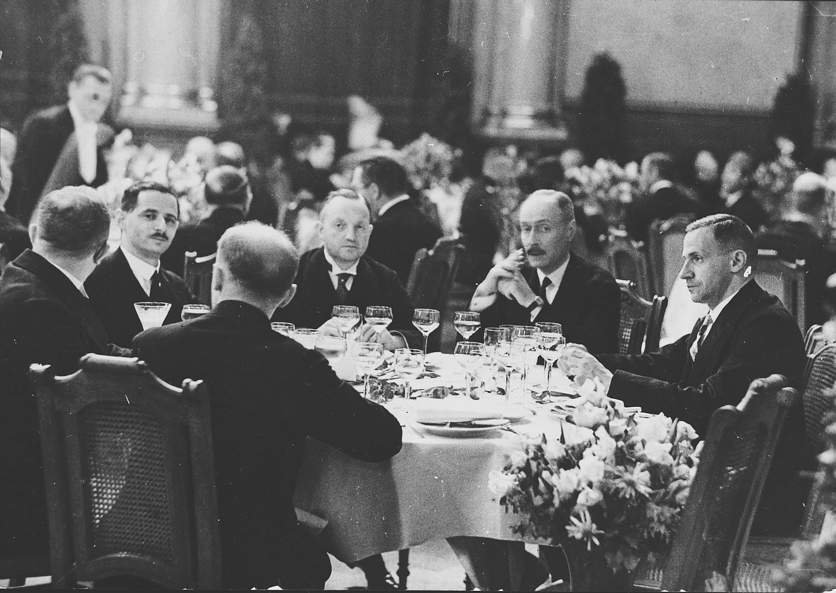 Guests sit at tables in the townhall banquet hall for a formal breakfast in honor of King Fouad of Egypt.  Among those pictured is Kurt Zielenziger (seated second from the left), press secretary to the mayor of Berlin.