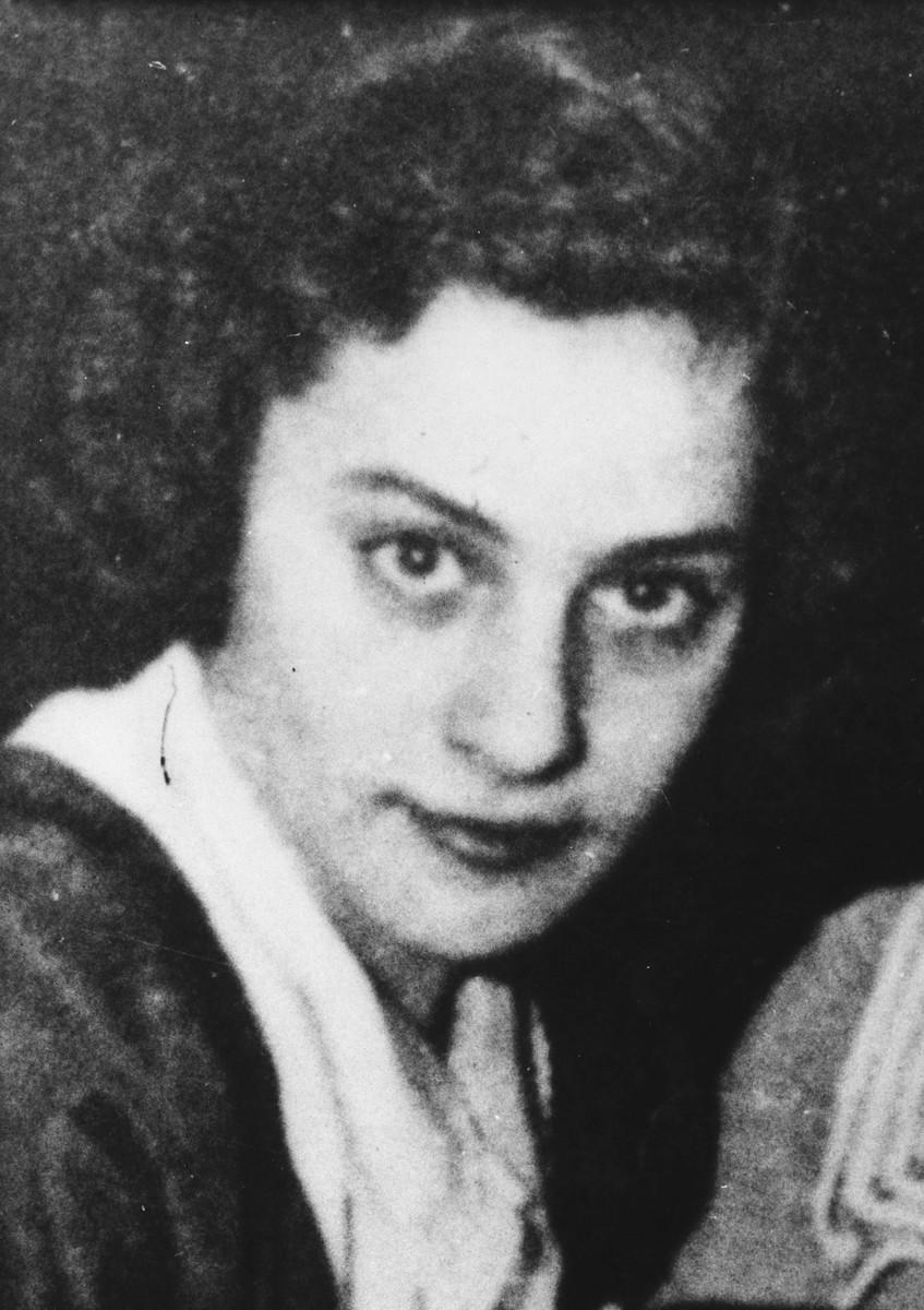 Portrait of  Estusia Wajcblum (cropped version of W/S #00151).
