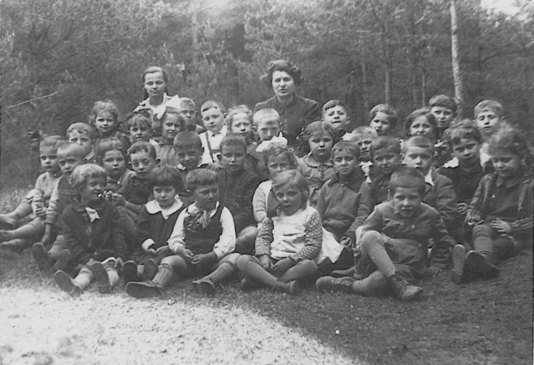 Kindergarten class of Lejb Melamdowicz.