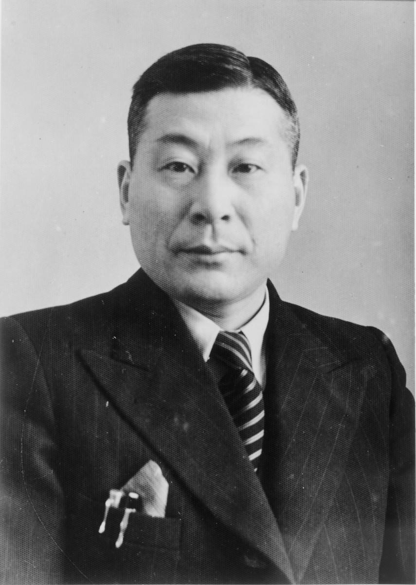 Portrait of Chiune Sugihara used in his passport.