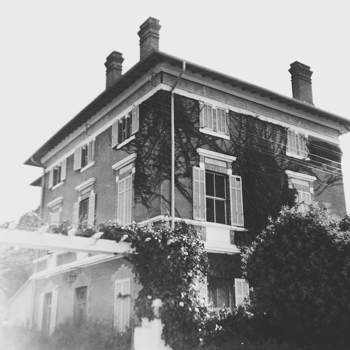 Exterior view of La Feuille (Feuilleraie) which had served as an OSE children's home during the war.