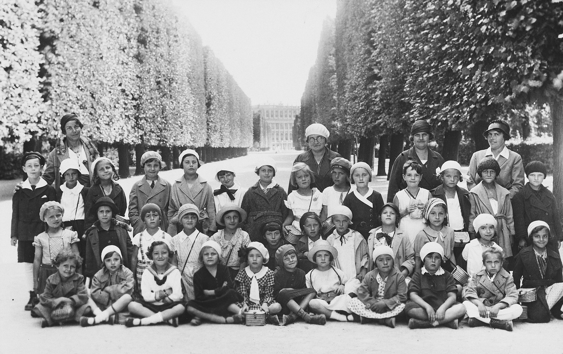 Group portrait of a class of both Christian and Jewish children in an Austrian elementary school.  Among those pictured is Susi Popper.