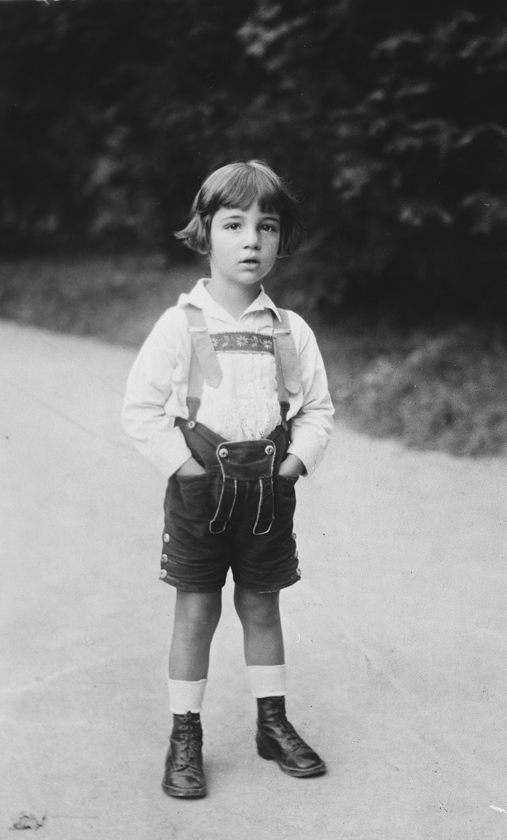 Close-up portrait of an Austrian-Jewish child wearing lederhosen.  Pictured is Heinz Guenther Basser.