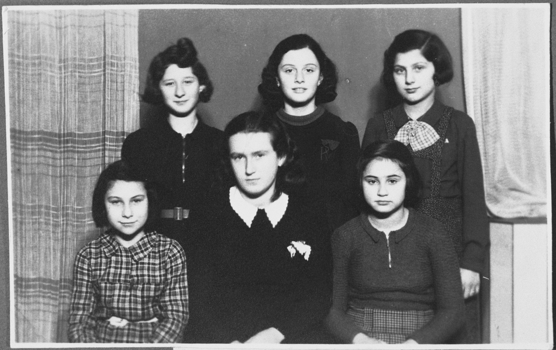 Group portrait of young girls that are members of the Atid-Thelet Lavan youth group.  Pictured are, from left to right, in the first row: Elvira Fuhrmann, Dita Heilig (madriha of the group), the donor, and in the second row: Lydia Banda, Ruth Weisz and Ruth Oppenheimer.
