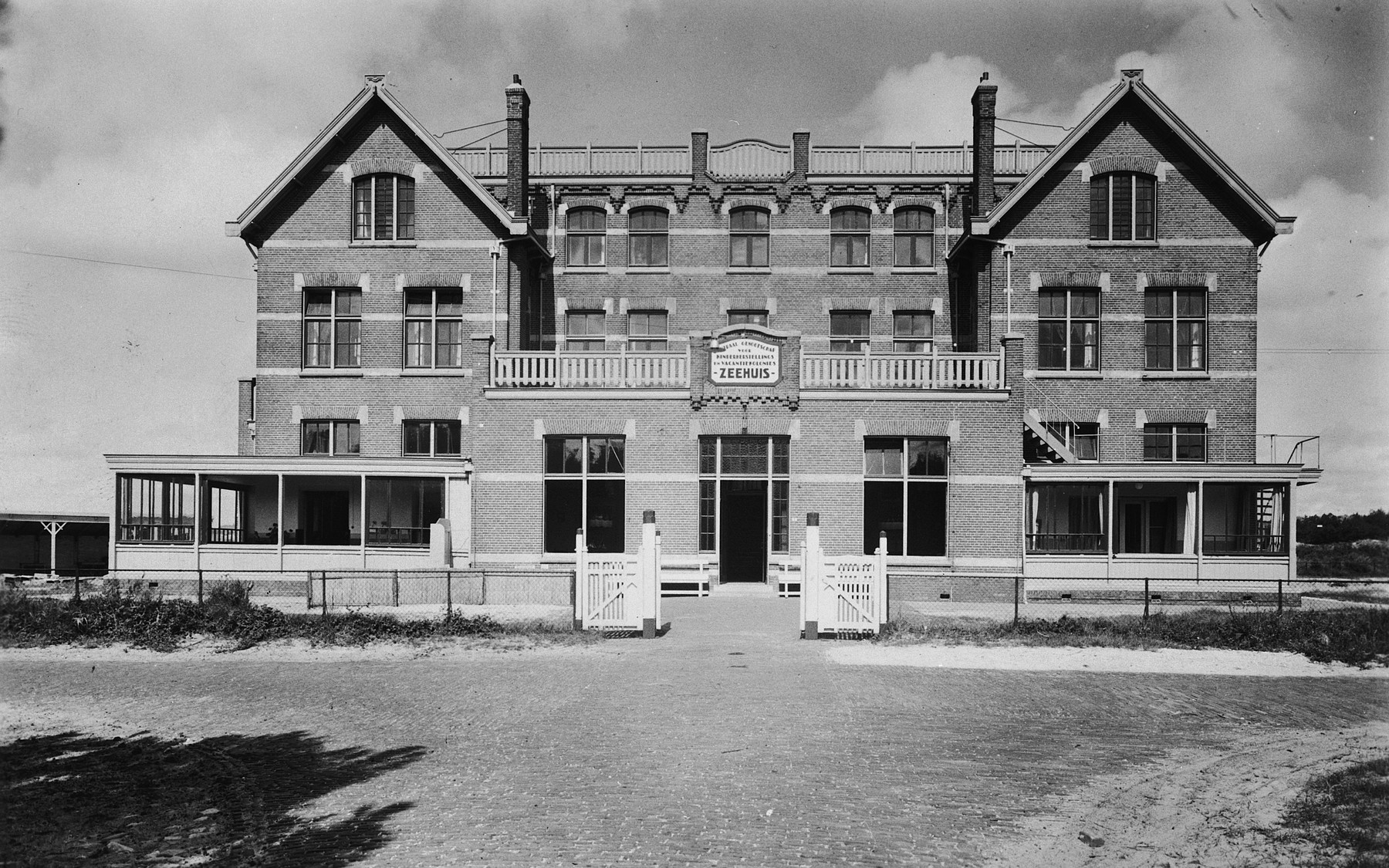 """View of the children's home referred to as the """"Zeehuis"""" (Sea house) in Bergen aan Zee."""