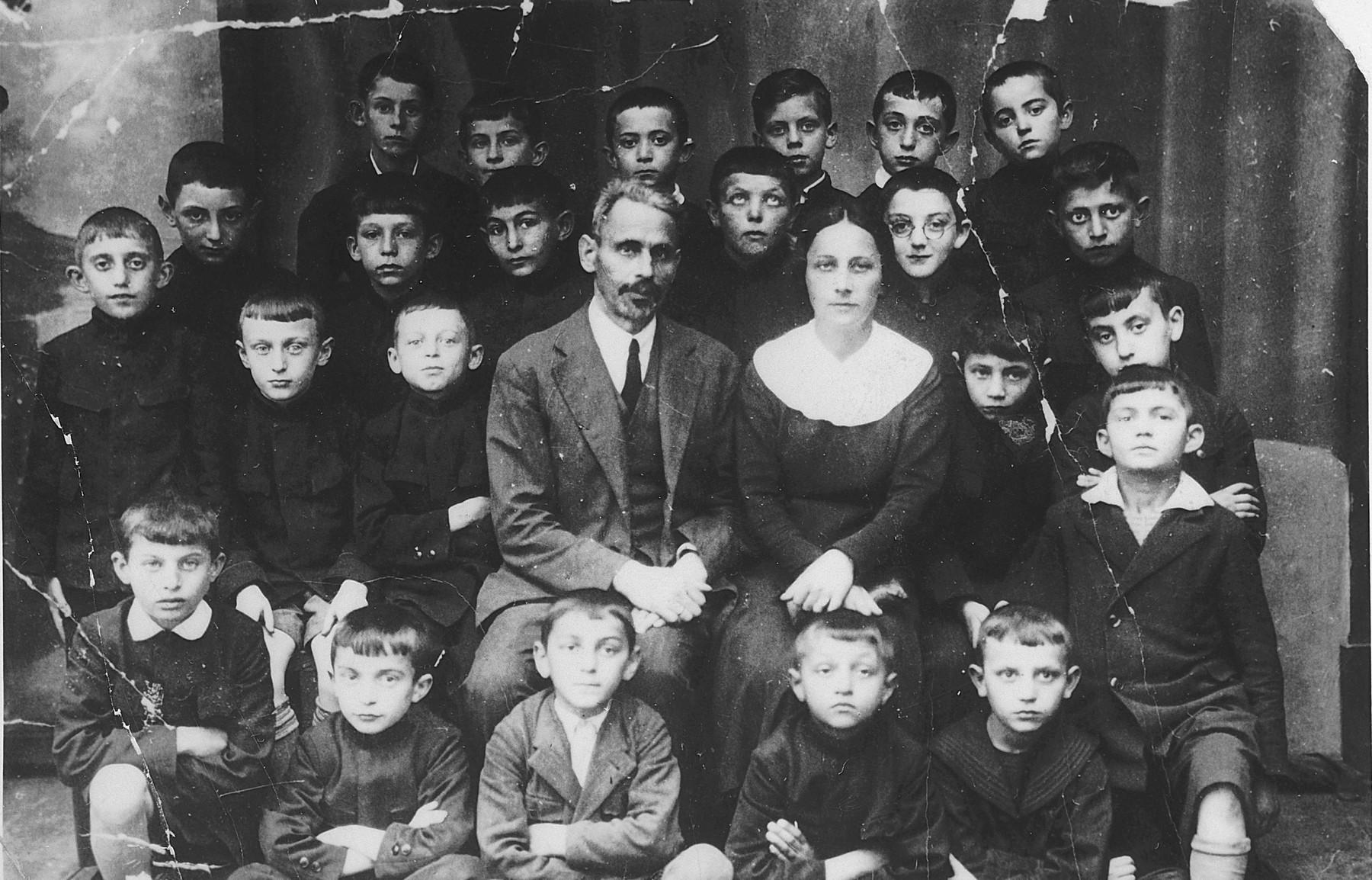 Class portrait of an elementary school in Kielce.  Among those pictured is Tobiasz Grojs.