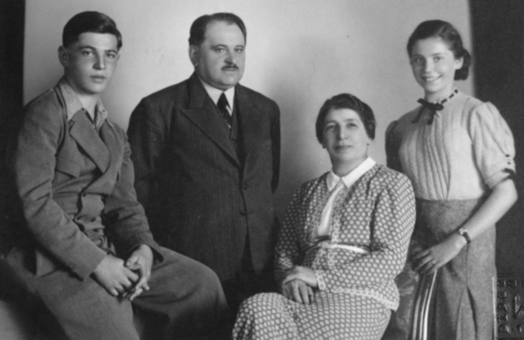 Studio portrait of a Czech-Jewish family.  Pictured are Edward and Mimi Schleissner and their parents.