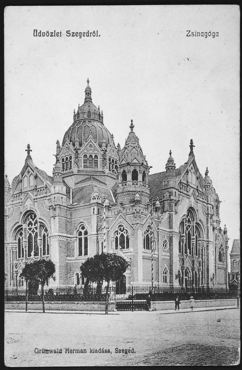 Picture postcard showing an exterior view of the synagogue in Szeged, Hungary.