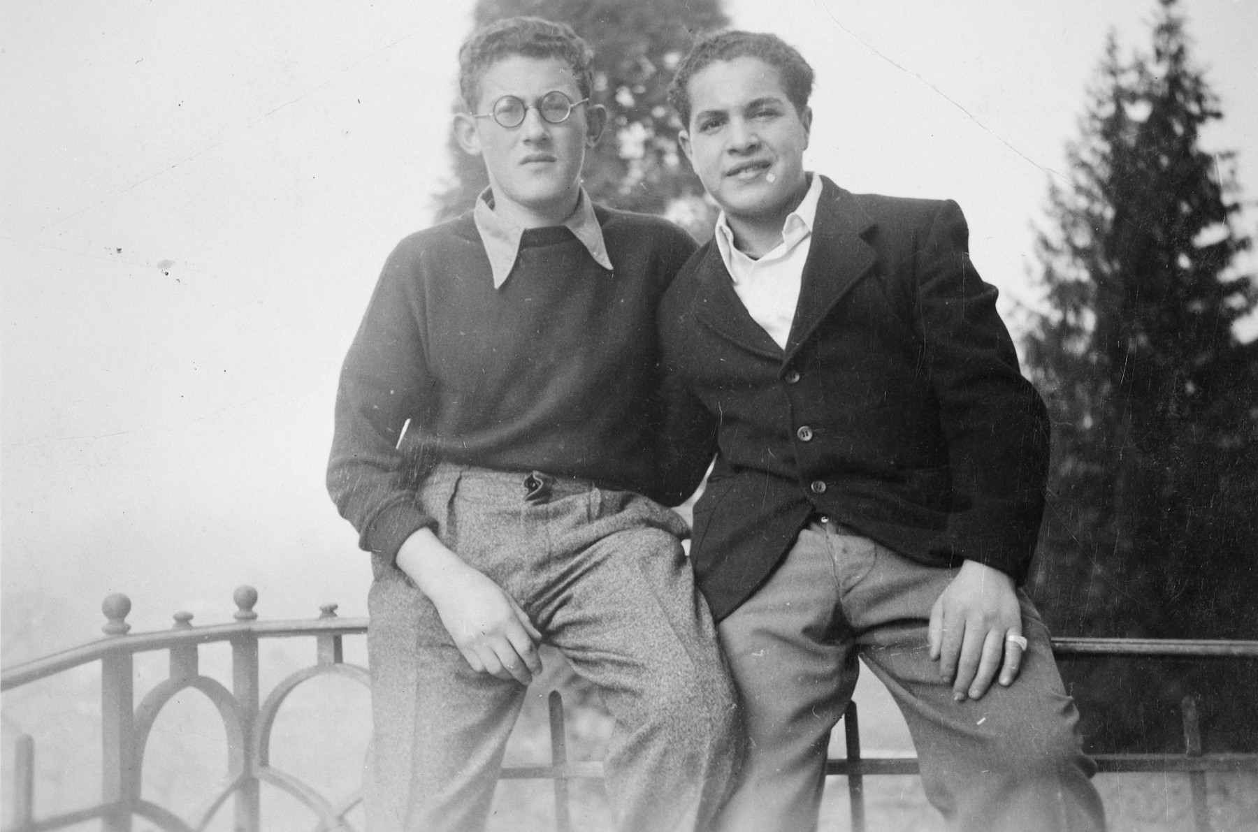 Close-up portrait of two Jewish teenagers in a children's home in Switzerland.  Moniek Szmulewicz is pictured on the right.