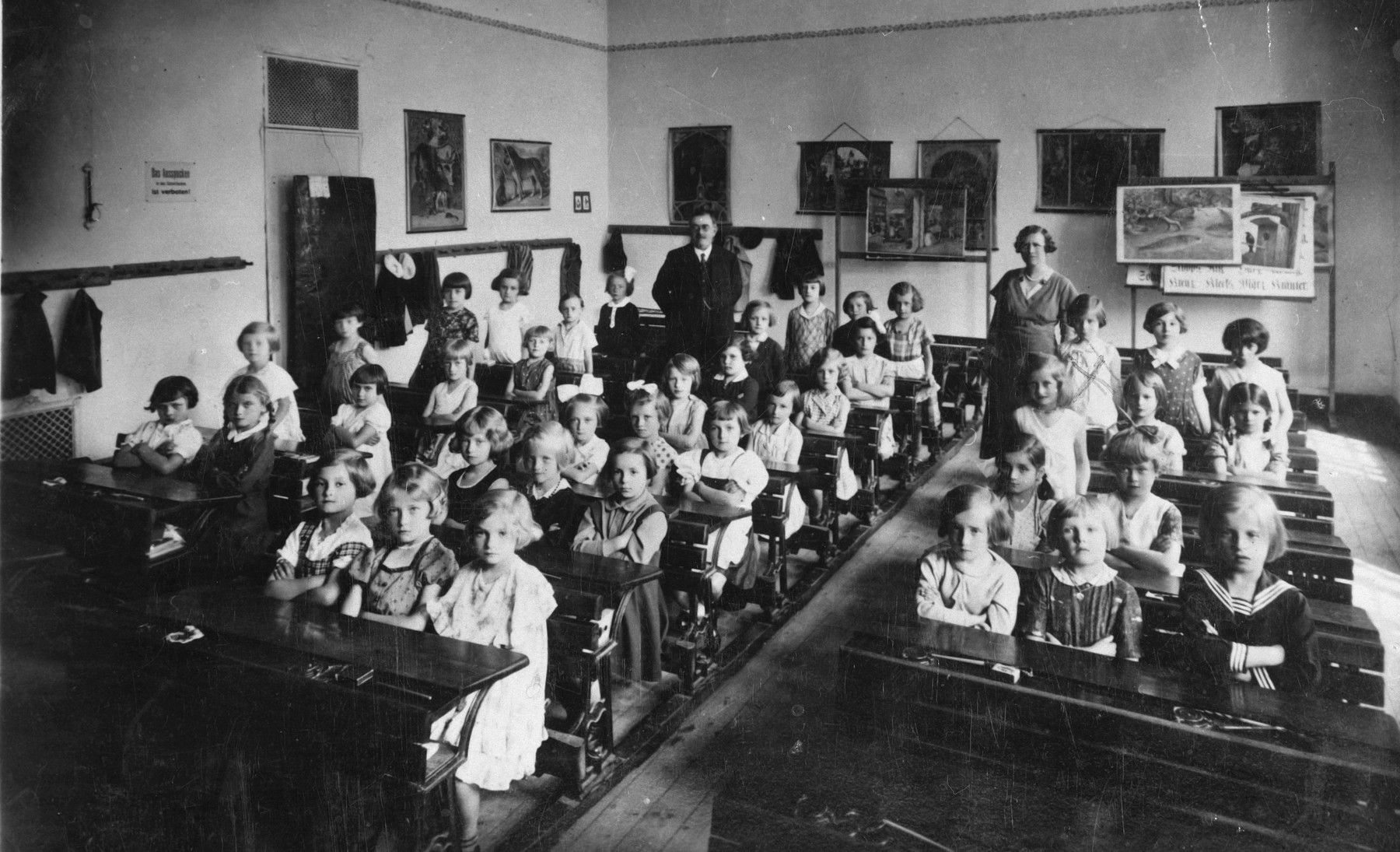 Class portrait of an elementary school class in Marienbad.  Among those pictured is Mimi Schleissner.