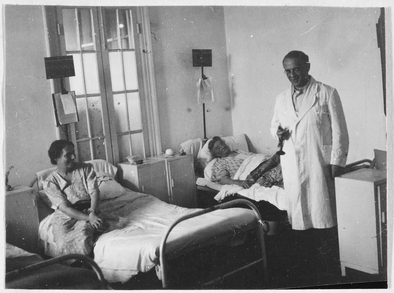 A physician visits two female patients in their room in the Shanghai Jewish hospital.