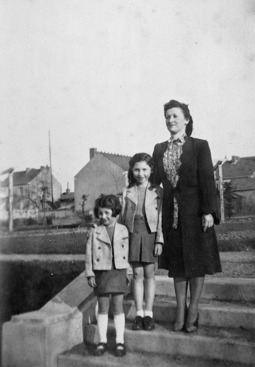 Portrait of a Jewish woman and two children in hiding.  Pictured are Gisele Dreifus, her younger sister Rivke Steinberg and her daughter Miriam.