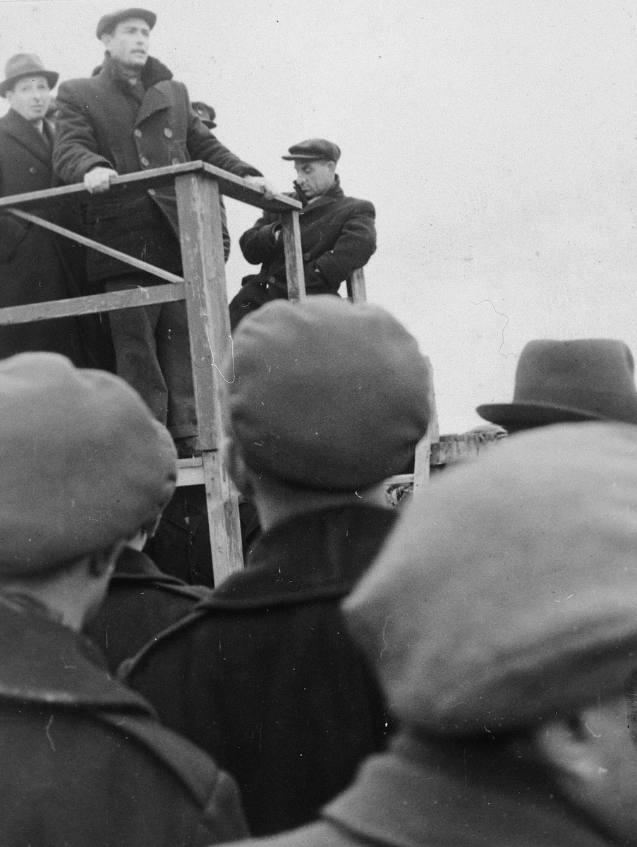 Simcha Langzam delivers a speech protesting British policy towards Palestine at a demonstration in the Ziegenhain DP camp.