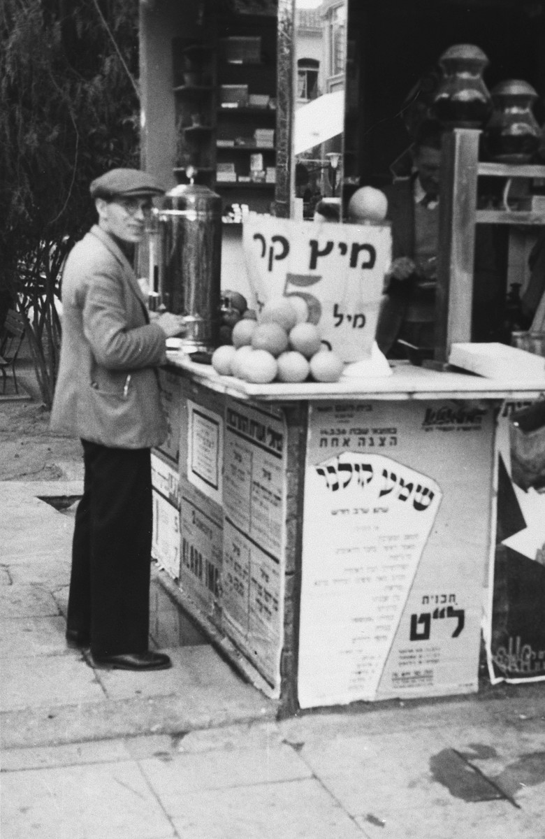 A German Jew purchases orange juice at an outdoor stall in Palestine.