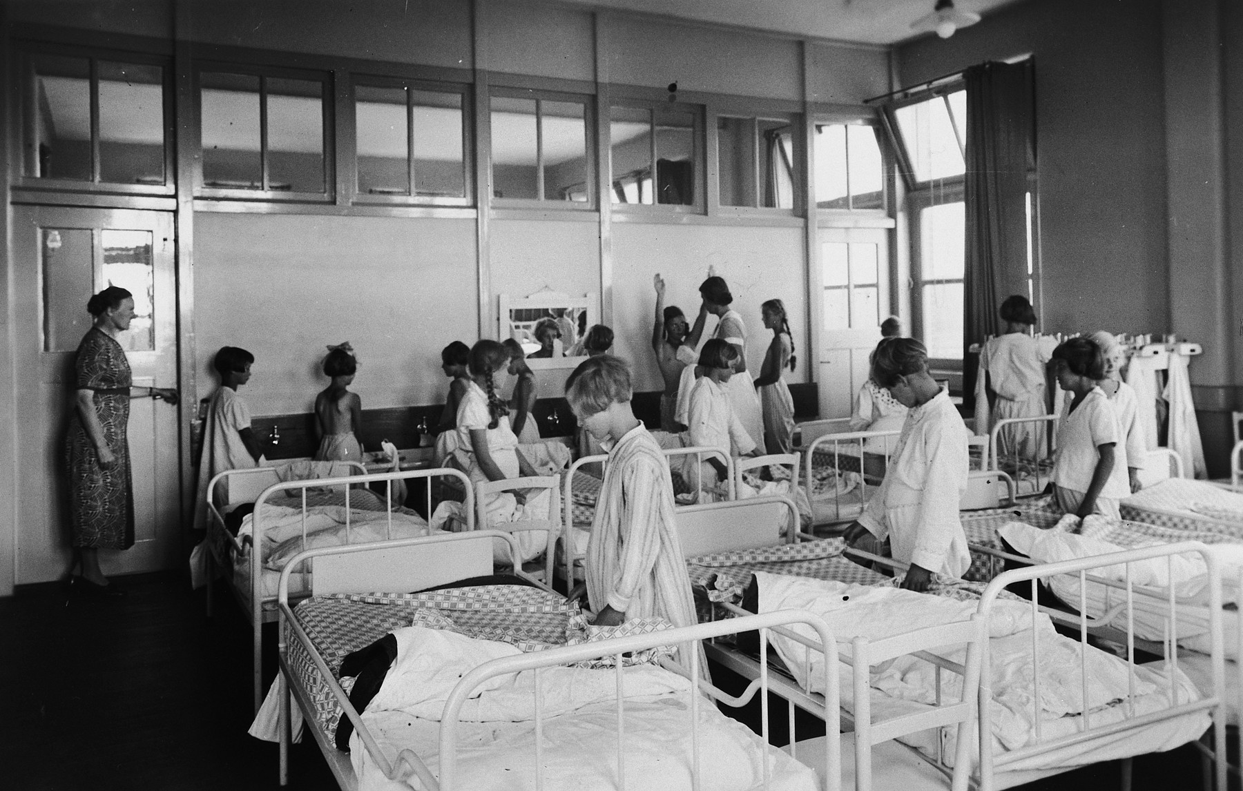 """Girls in the dormitory for older girls in the children's home referred to as the """"Zeehuis"""" (Sea house) in Bergen aan Zee."""