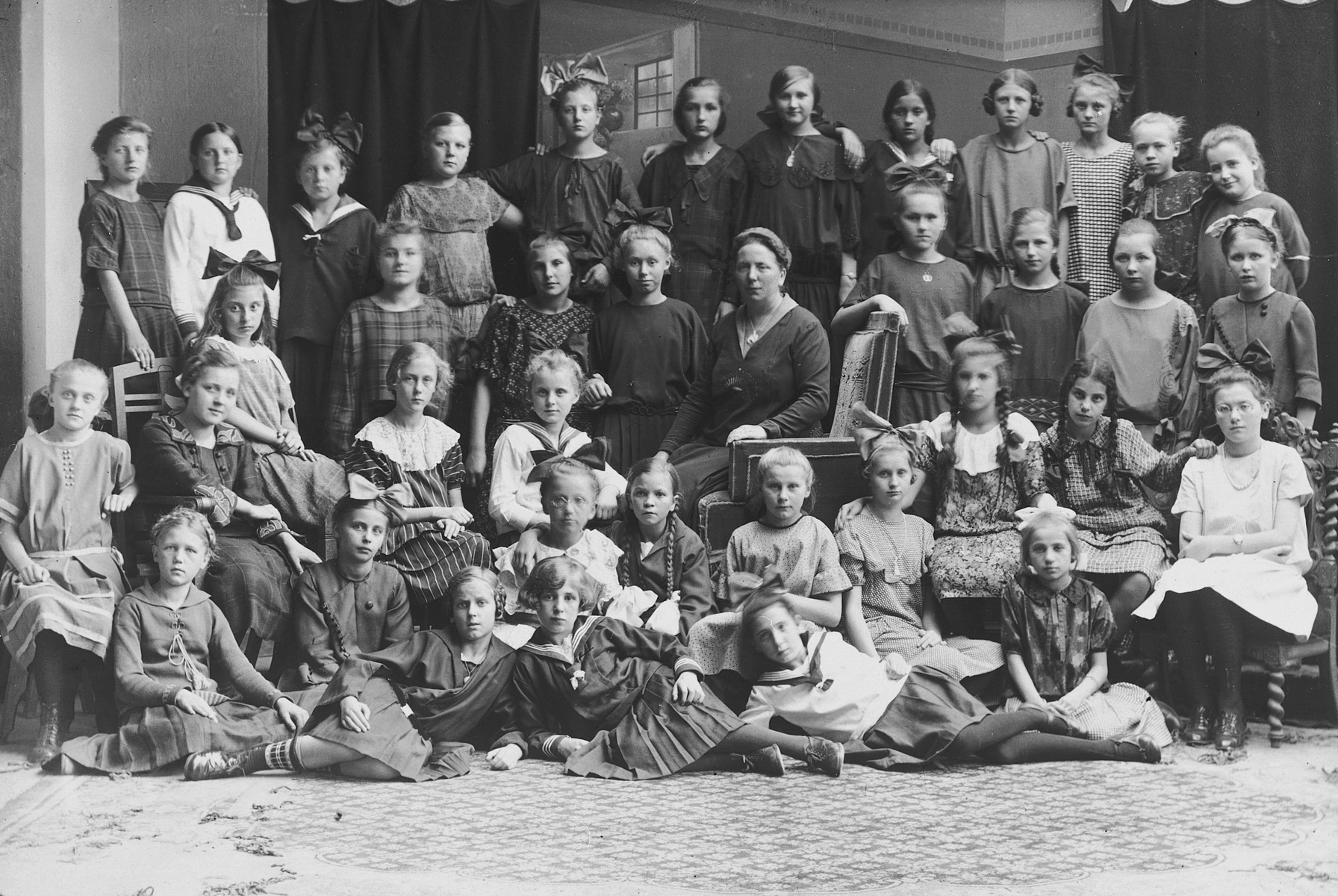 School class portrait of an elementary school in Braunsberg.   Hildegard Wolff is seated second row, second from the right.