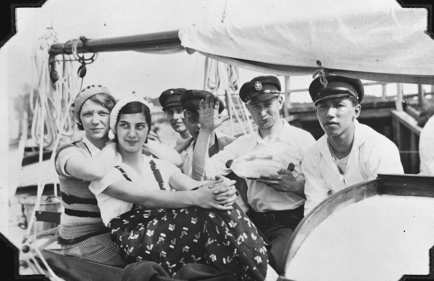 A group of friends goes for a boat ride in Kahlberg.  Among those pictured is Hildegard Wolff (second from left).
