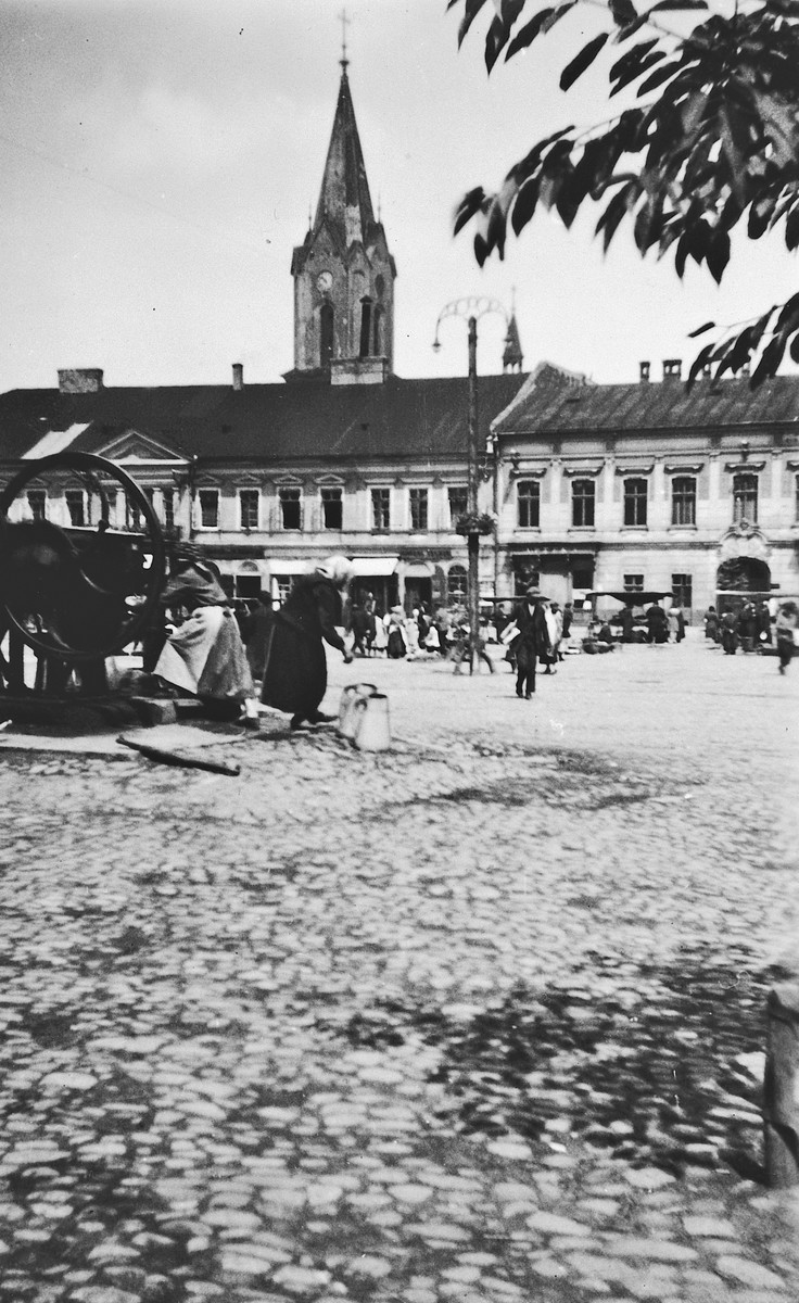 View of the public square that served as an outdoor market in Oswiecim, Poland [later Auschwitz] before the war.  The building the background later served as city hall during WWII.