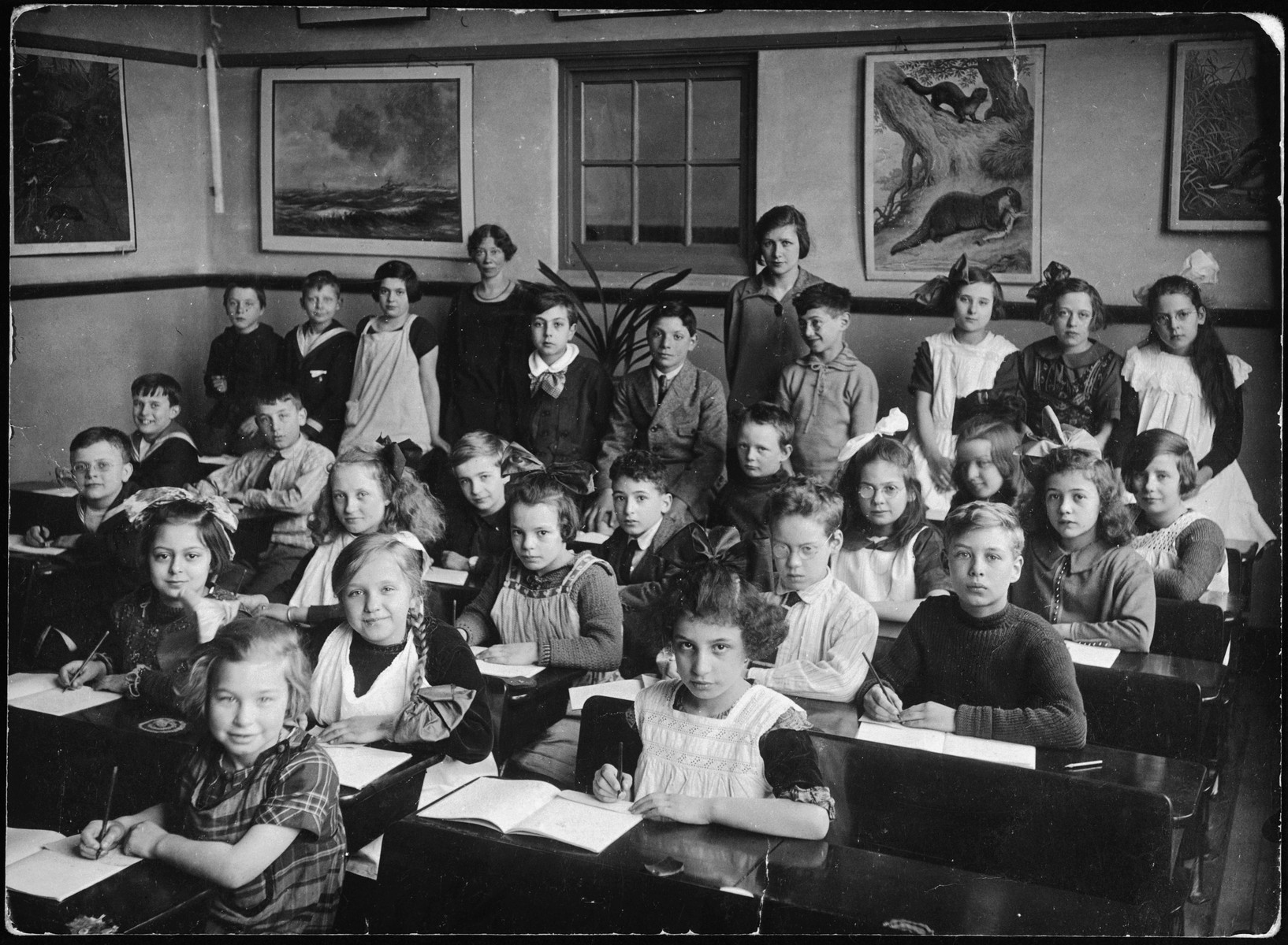 Group portrait of young children and teachers in a class in Amsterdam.  Among those pictured is Ru Rudelsheim.