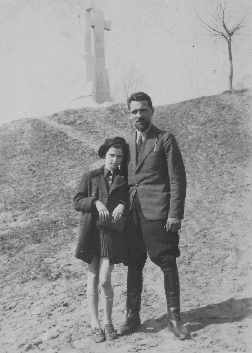 Polish Jewish refugees in Vilna.  Pictured are Szymon Malowist and his daughter Irena.
