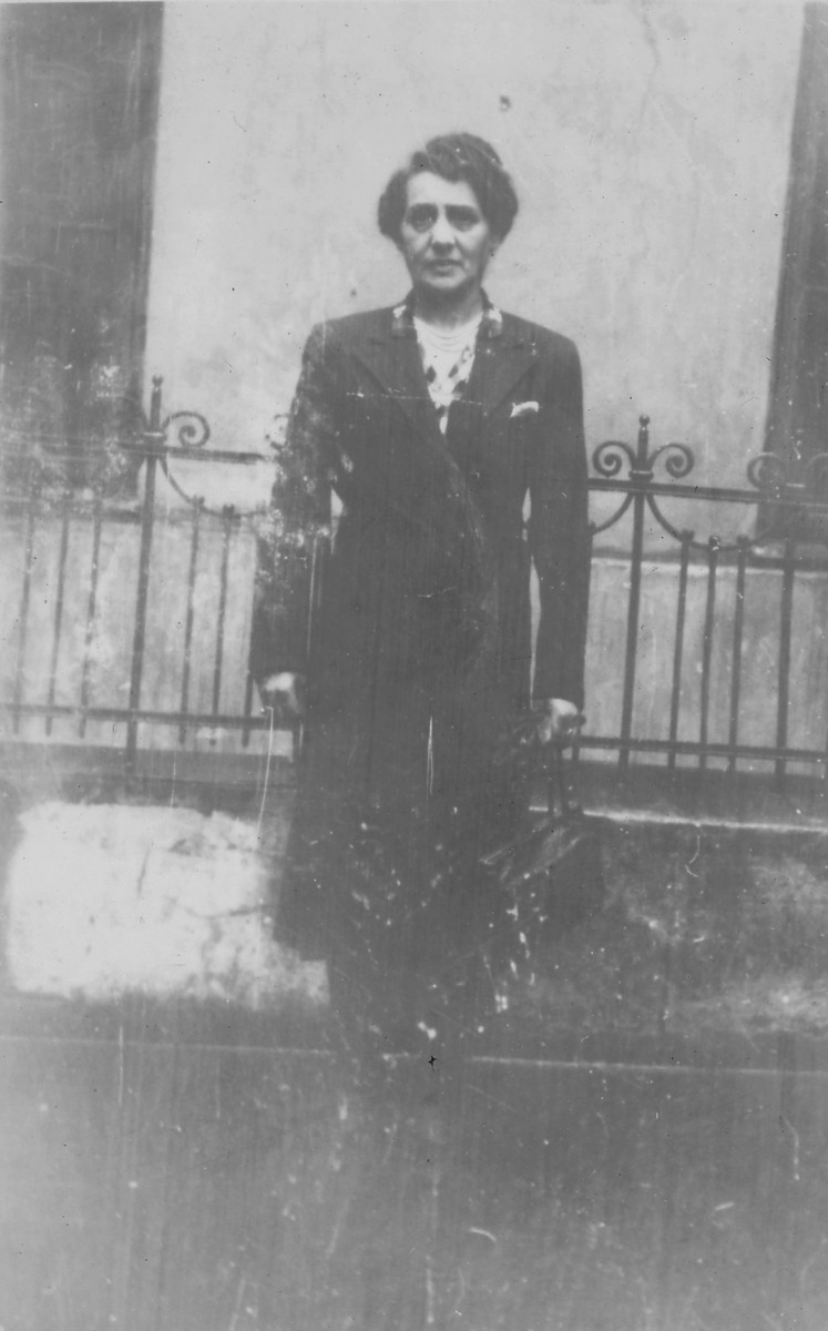 Portrait of Szyfra Szefner, aunt of Mery Nowogrodzki, taken in the Warsaw ghetto.  She survived the burning of the ghetto by hiding in an underground bunker and later immigrated to the United States.
