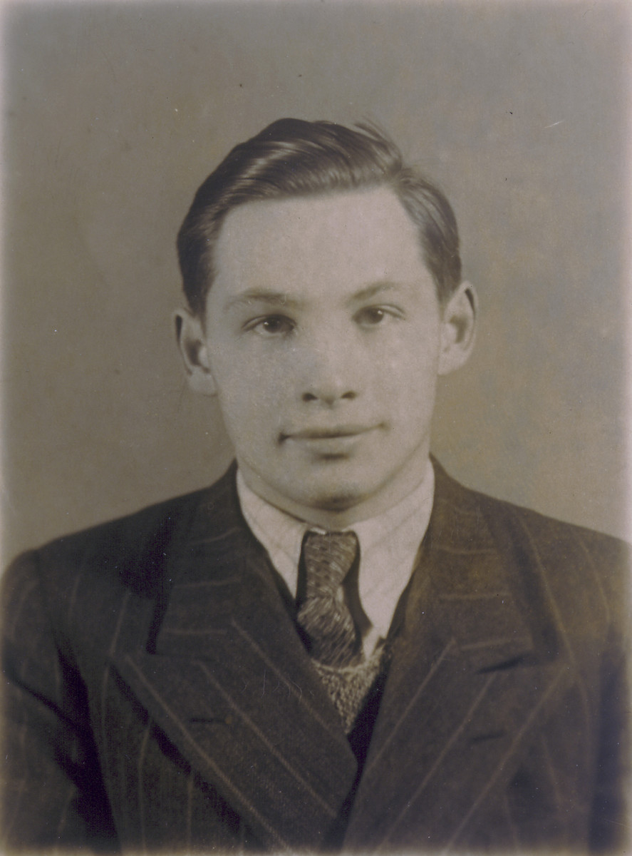Bronislaw Golde.  Bronislaw Golde was the son a Warsaw pediatrician, Anna Golde.  He escaped with Markus Nowogrodzki to Vilna, and then returned to German-occupied Warsaw and perished in the Warsaw uprising.