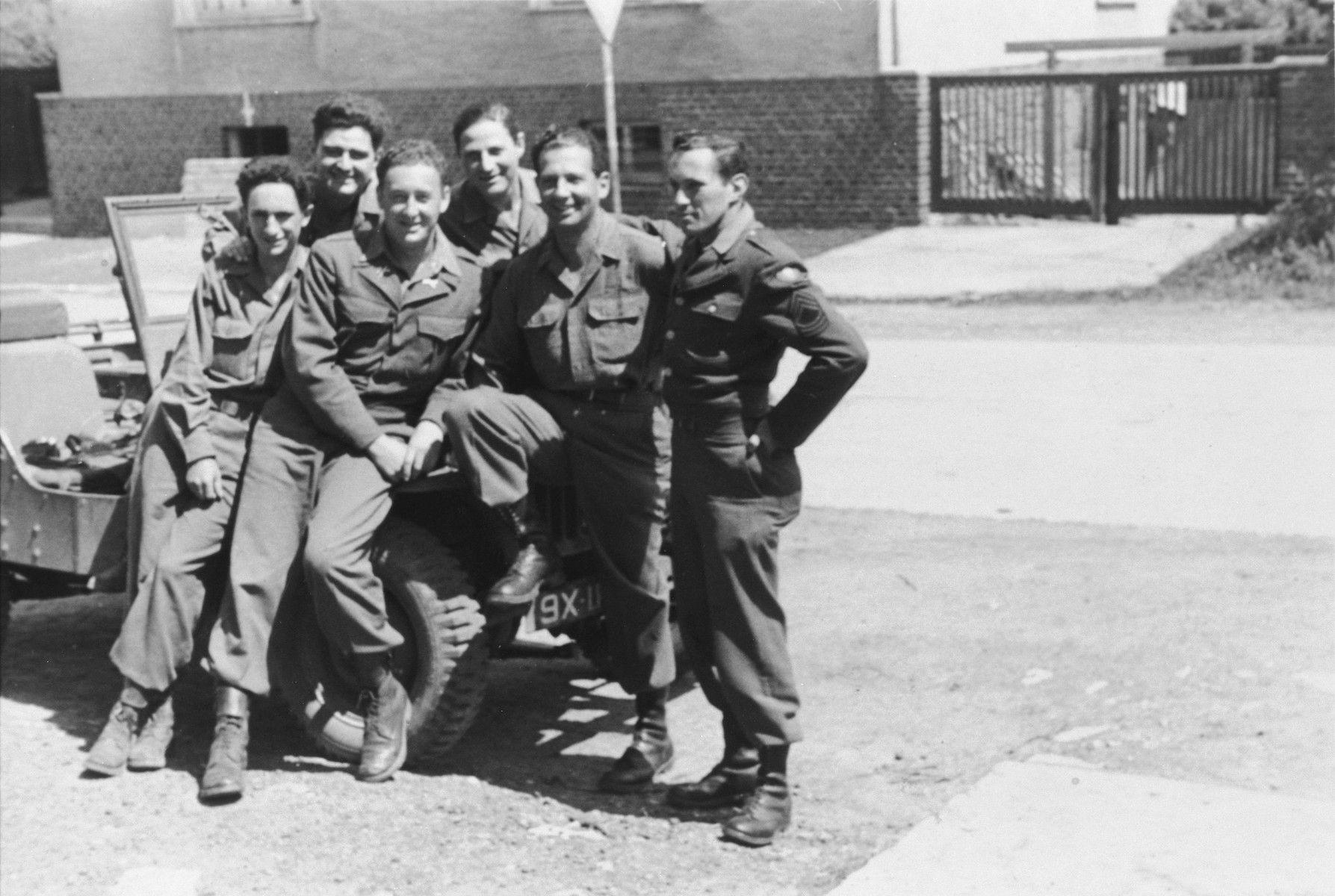 Group portrait of American soldiers, all of whom were Jewish emigres from Nazi Germany and Austria.  Among those pictured are Charles Stein (third from the left).