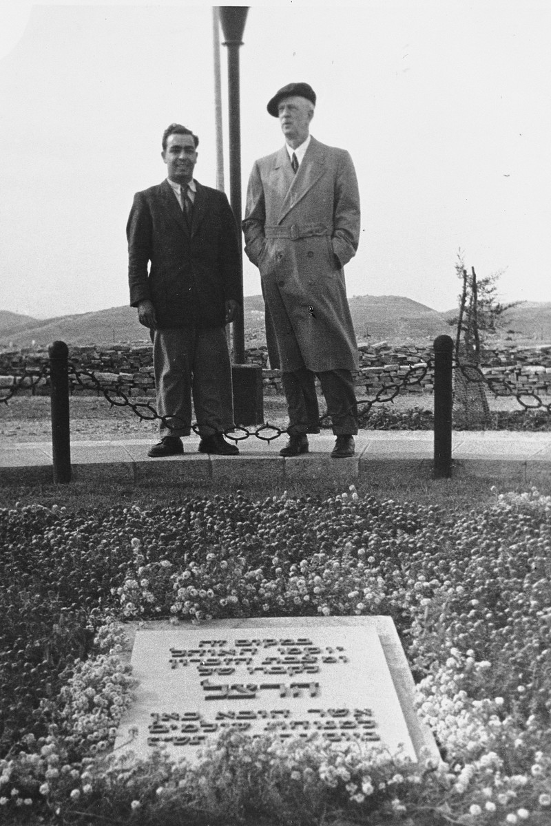 Ambassador James Grover McDonald and an unidentified man pay their respects at the grave of Theodor Herzl.