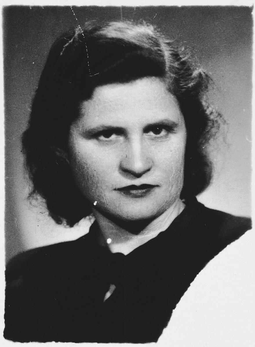 Portrait of Kovno Jewish partisan Ida Vilenchiuk.