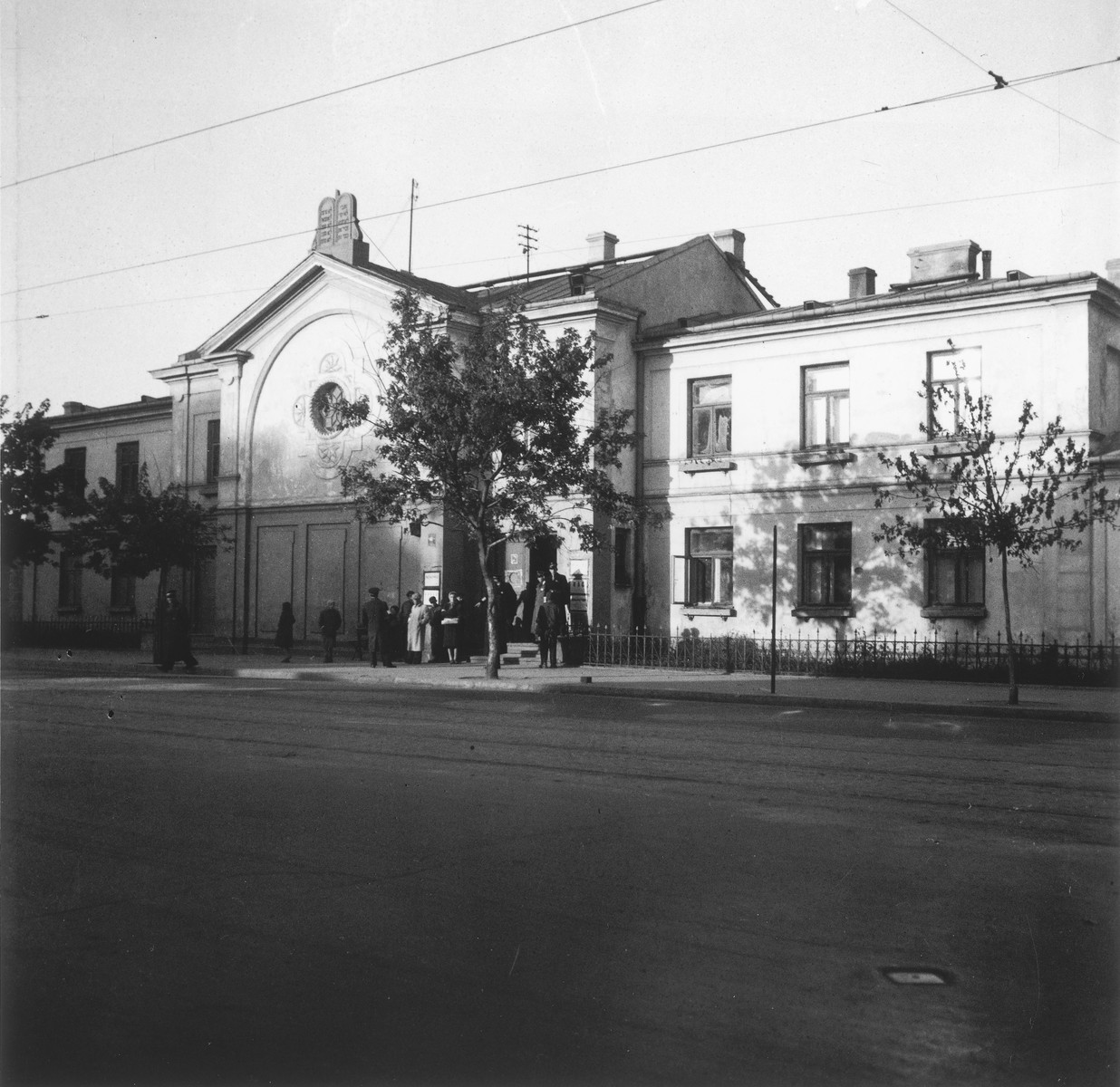 """Exterior view of the synagogue in the Jewish cemetery in Warsaw.  Joest's original caption reads: """"I was impressed by the fact that the Decalogue was set in stone on the roof of the synagogue at the cemetery."""""""