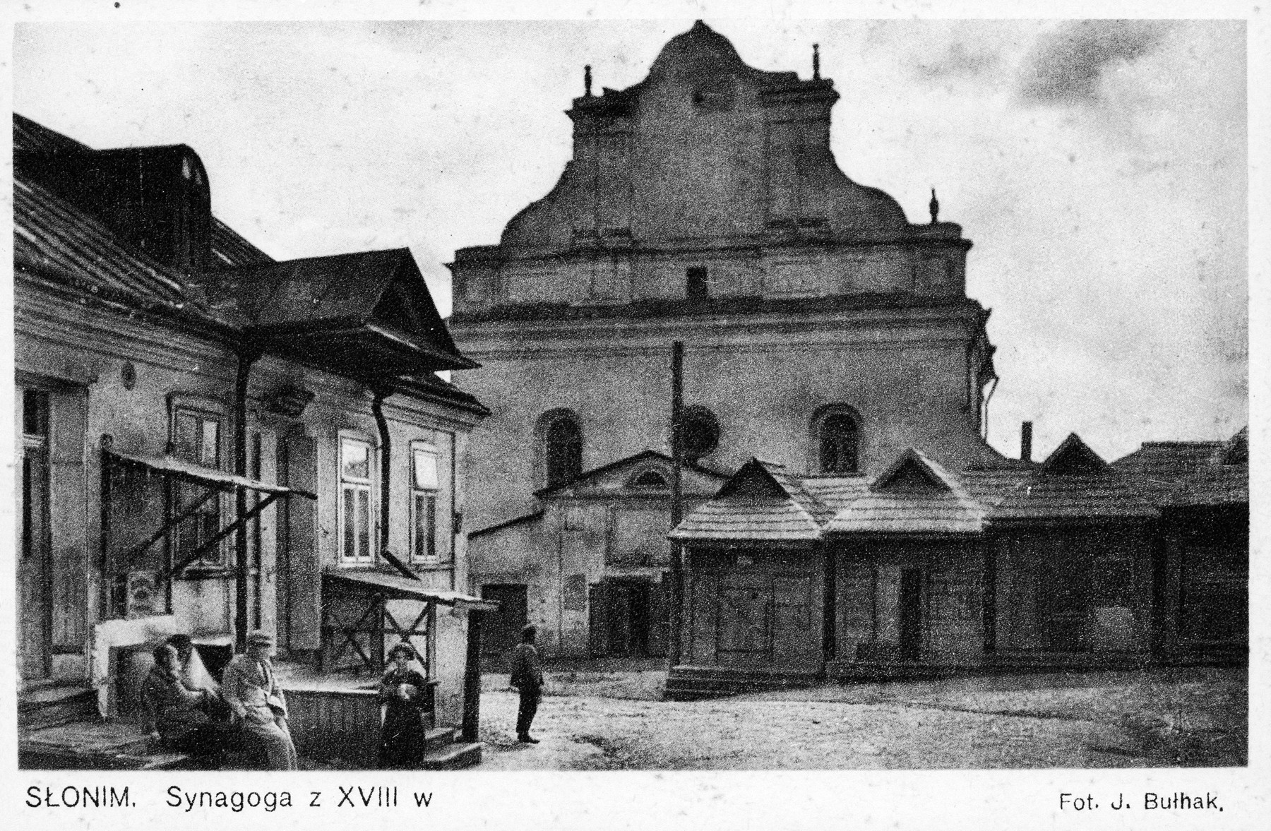 Exterior view of the synagogue in Slonim.