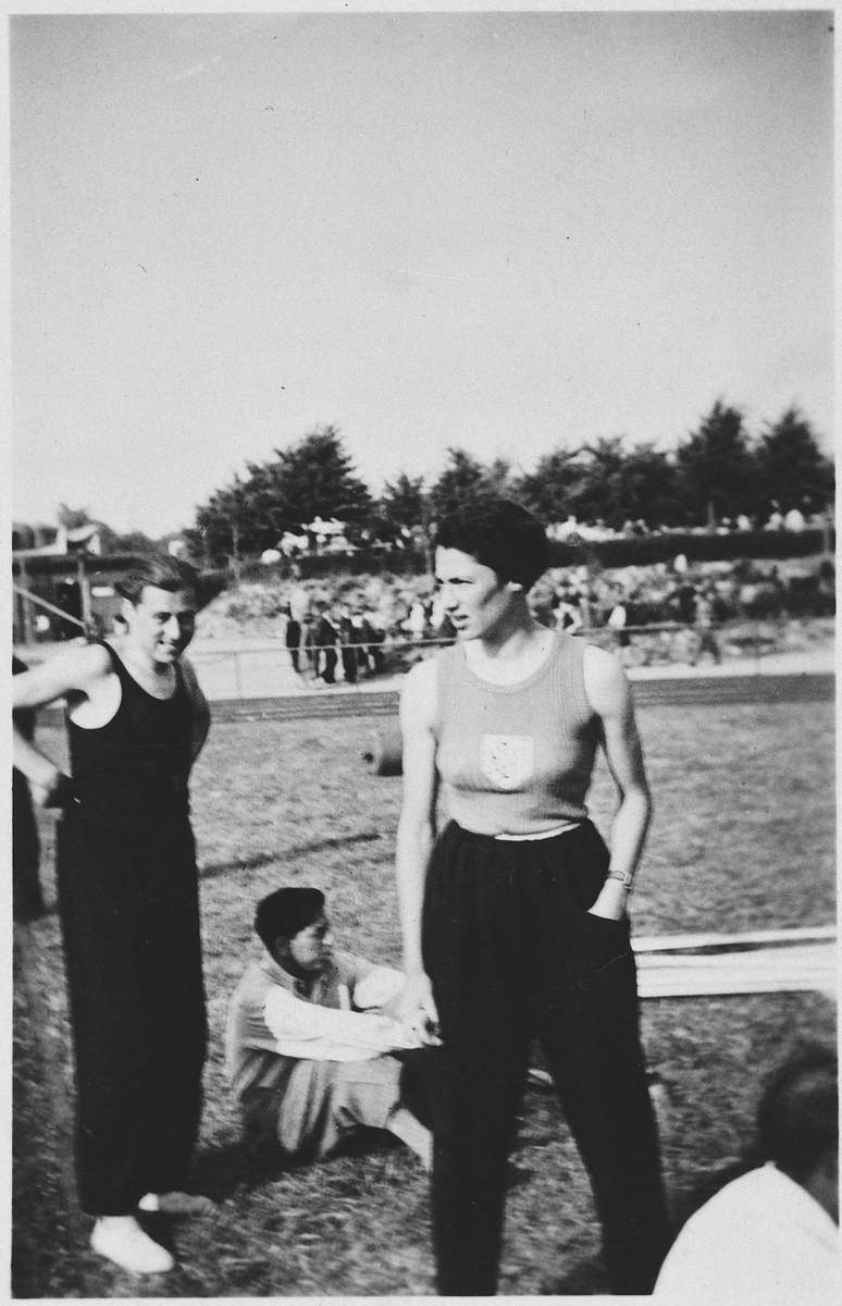German Jewish athletes prepare for the track and field Olympics.  Pictured are Gretel Bergmann and Harry Bergmann (no relationship).