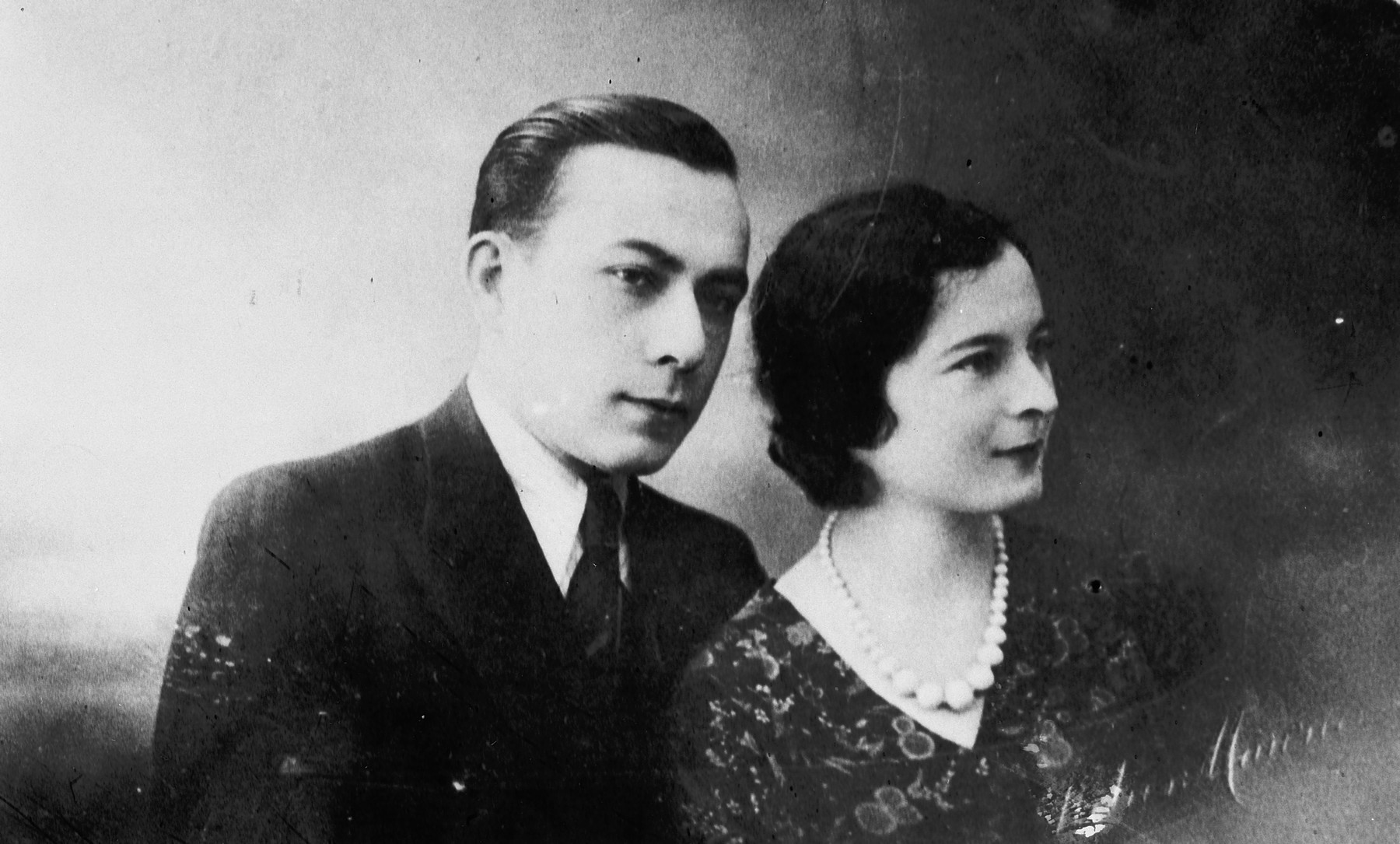 Close-up portrait of a Belgian-Jewish couple.  Pictured are Moise and Laja Iarchy.