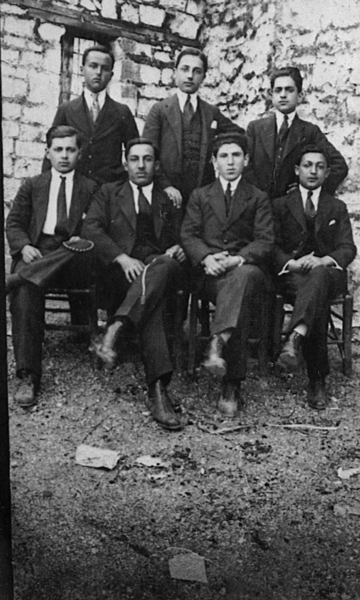 A group of Greek Jews gathers together to celebrate the signing of the Balfour Declaration.  Among those pictured is Leon Matsas (seated second from the right).