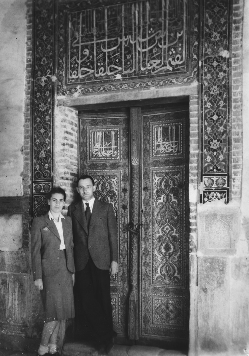Close-up of a Jewish refugee couple in Samarkand outside a building with Moorish architecture, the tomb of Tamarlane.  Pictured are two Jewish refugees Henryk and Hanka Starski, friends of the donor.