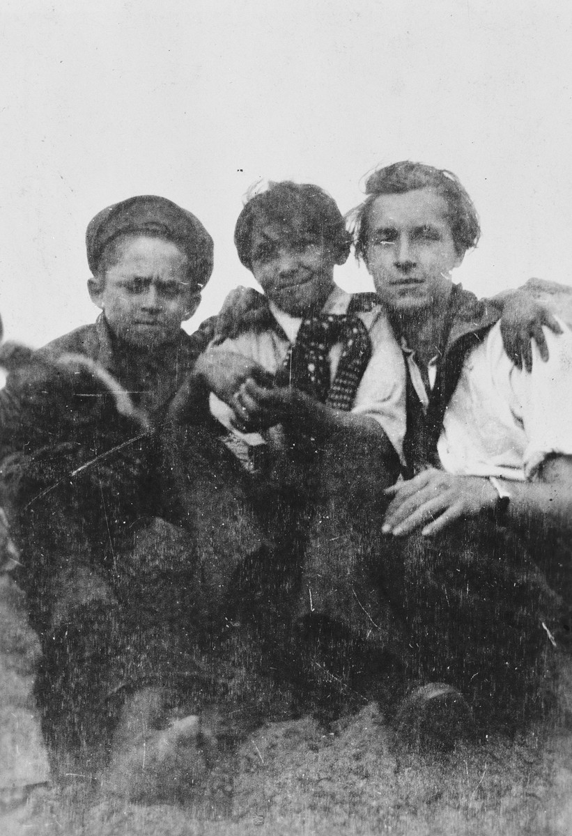 Jan Yoors (right) poses with two Roma friends.