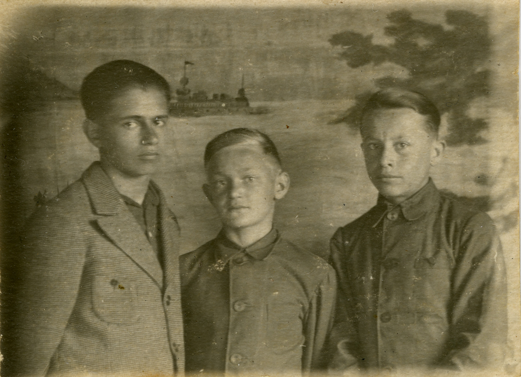 Studio portrait of Isser Nividomsky (center) and two other boys from the Pioneer summer camp in Druskininkai.